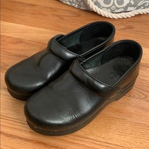 Dansko Black clogs size 38 (US 8)